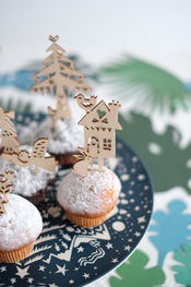 Wooden caketoppers 'Winter' van Engel.